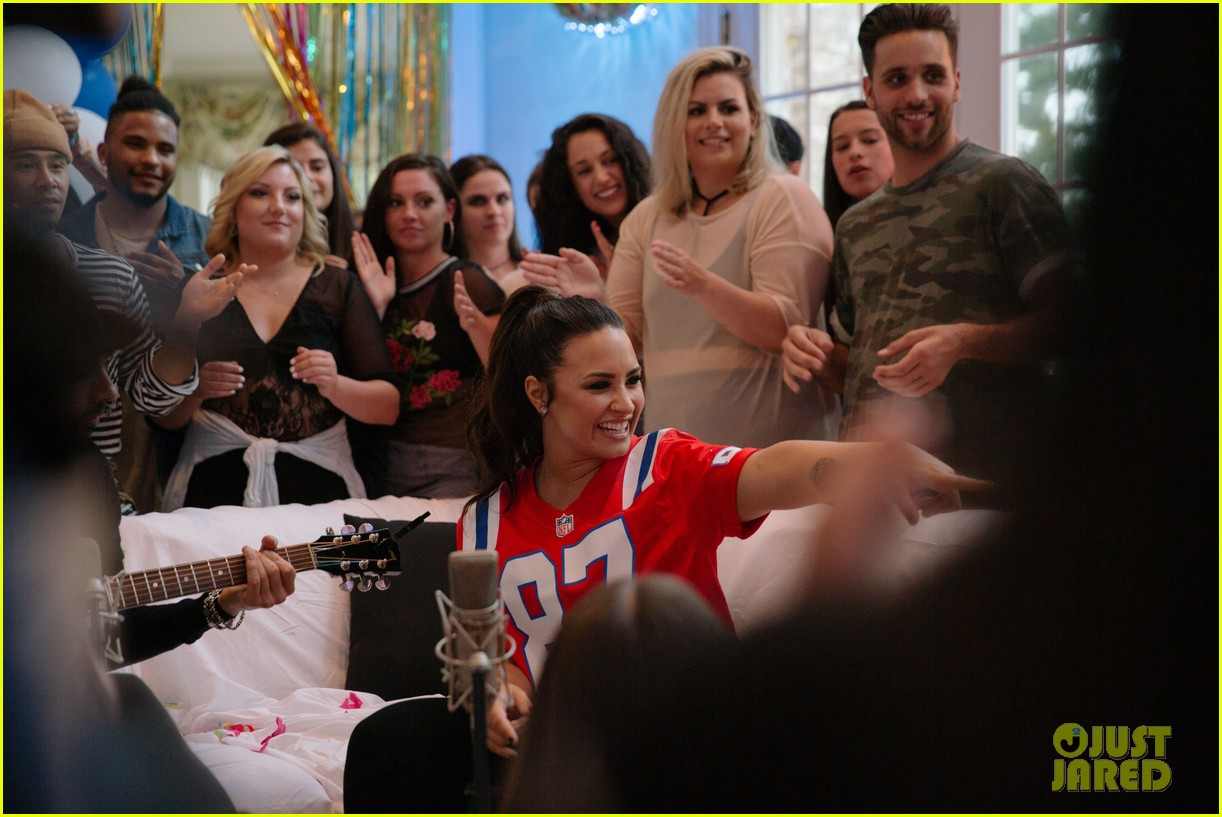 demi lovato kicks off her house party tour 053926814