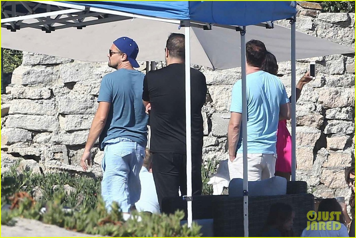 leonardo dicaprio hangs out shirtless with orlando bloom tobey maguire and more 073924051