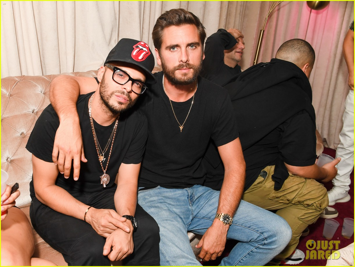 scott disick emma blanchard make out hamptons party 013929091