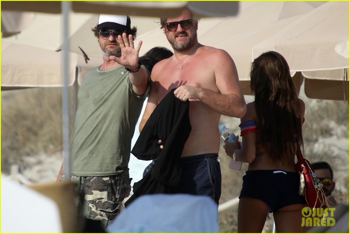 gerard butler beach boat spain friends 36