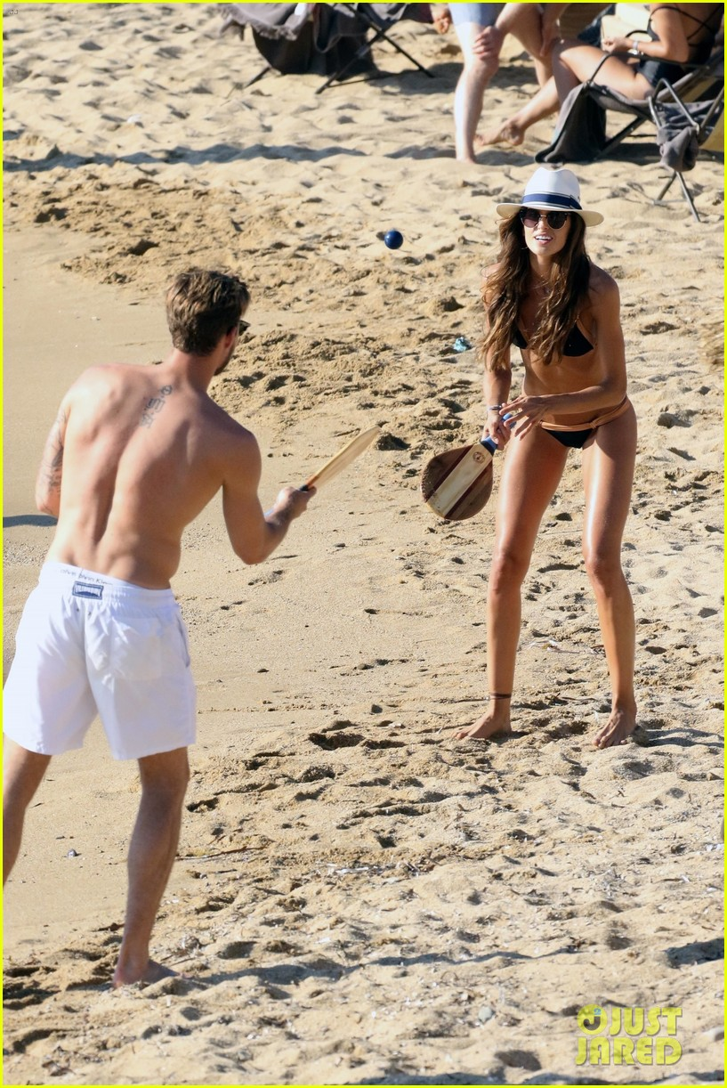 izabel goulart boyfriend kevin trapp flaunt pda at the beach 083925951