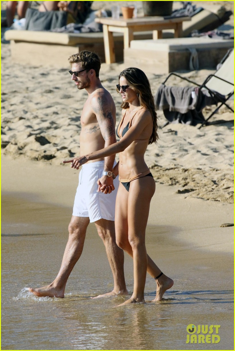 izabel goulart boyfriend kevin trapp flaunt pda at the beach 343925977