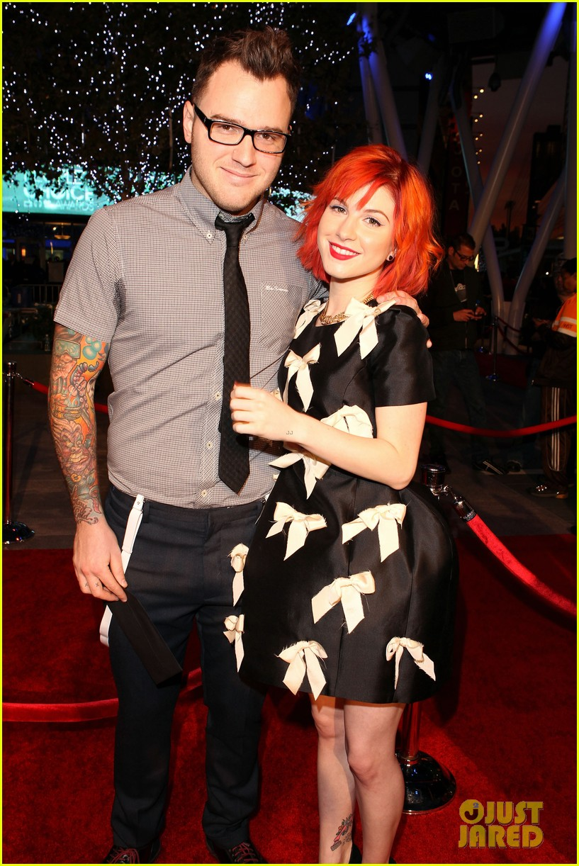 paramores hayley williams splits from husband chad gilbert 033922250