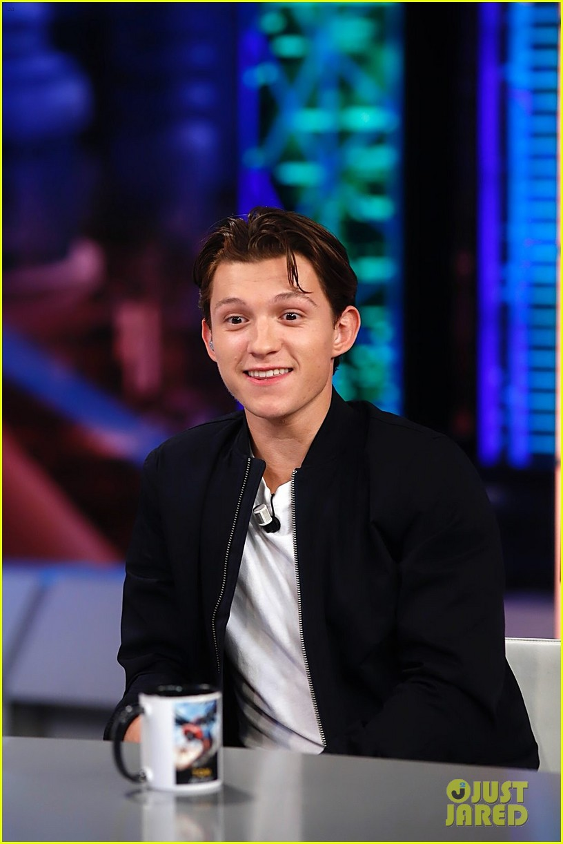 Tom Holland Teaches Spanish Tv Host How To Be Spider Man