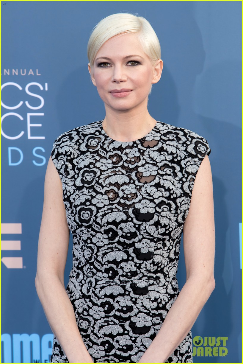 michelle williams spotted kissing mystery man in italy 023929600