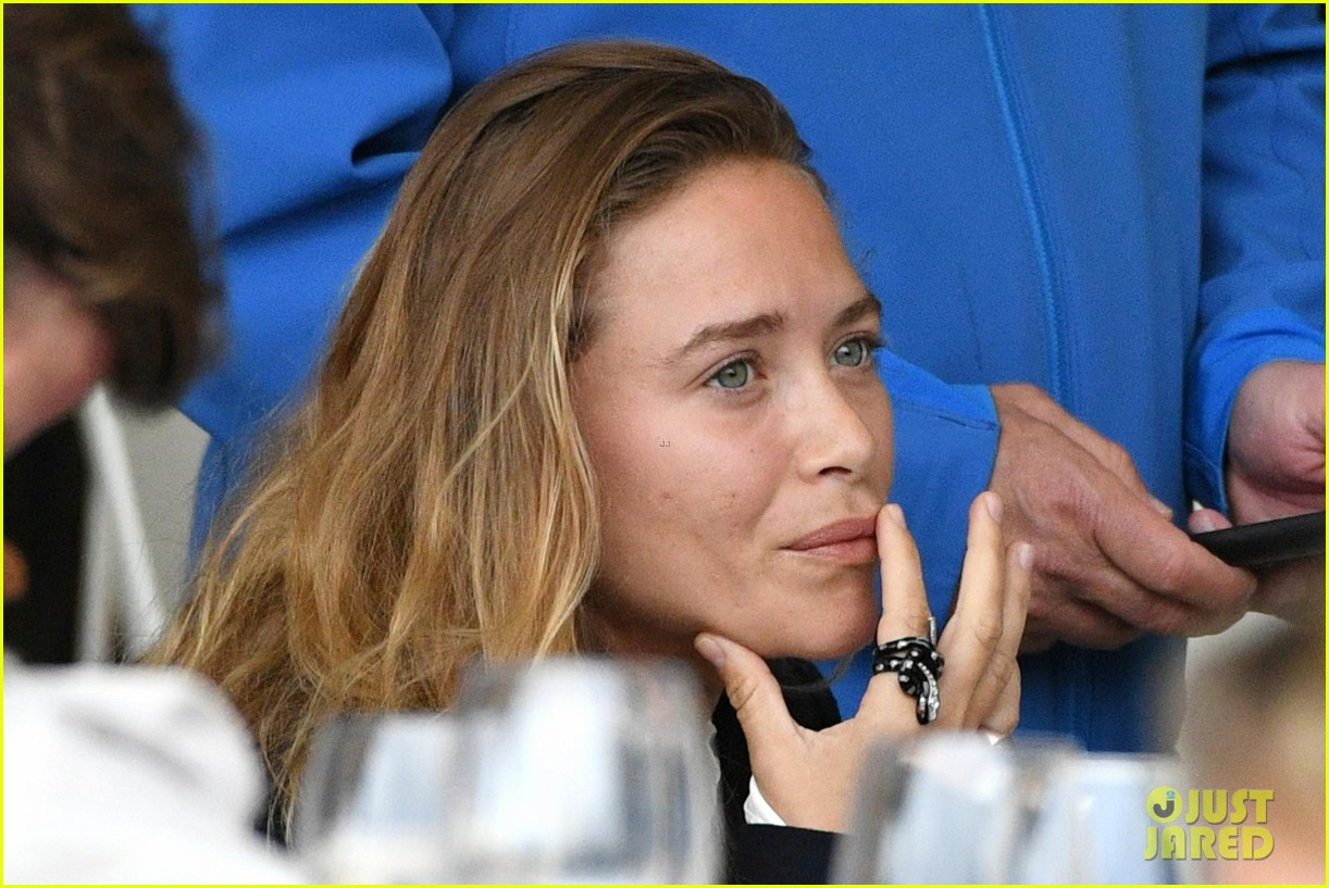Mary Kate Ashley Olsen Step Out For Longines Paris Eiffel Jumping Championships 01 Lyme Disease Is On The