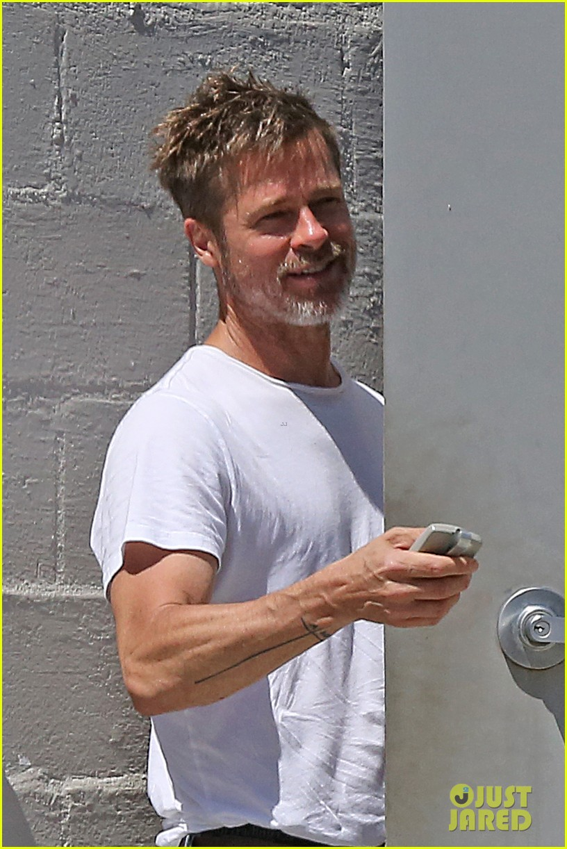 brad pitt shows hes bulking up during july 4th outing 013923954