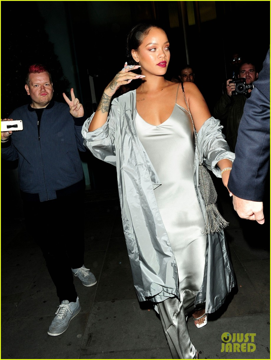 rihanna stuns in silver at valerian after party 033933504