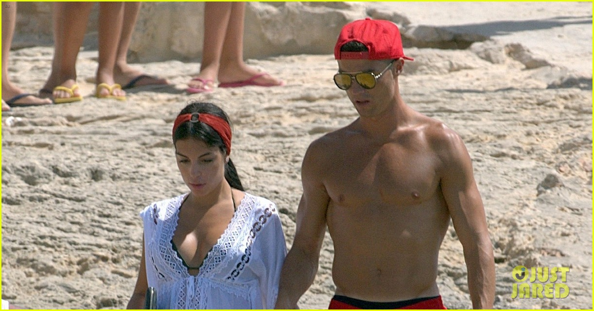cristiano ronaldo girlfriend beach spain 033926236