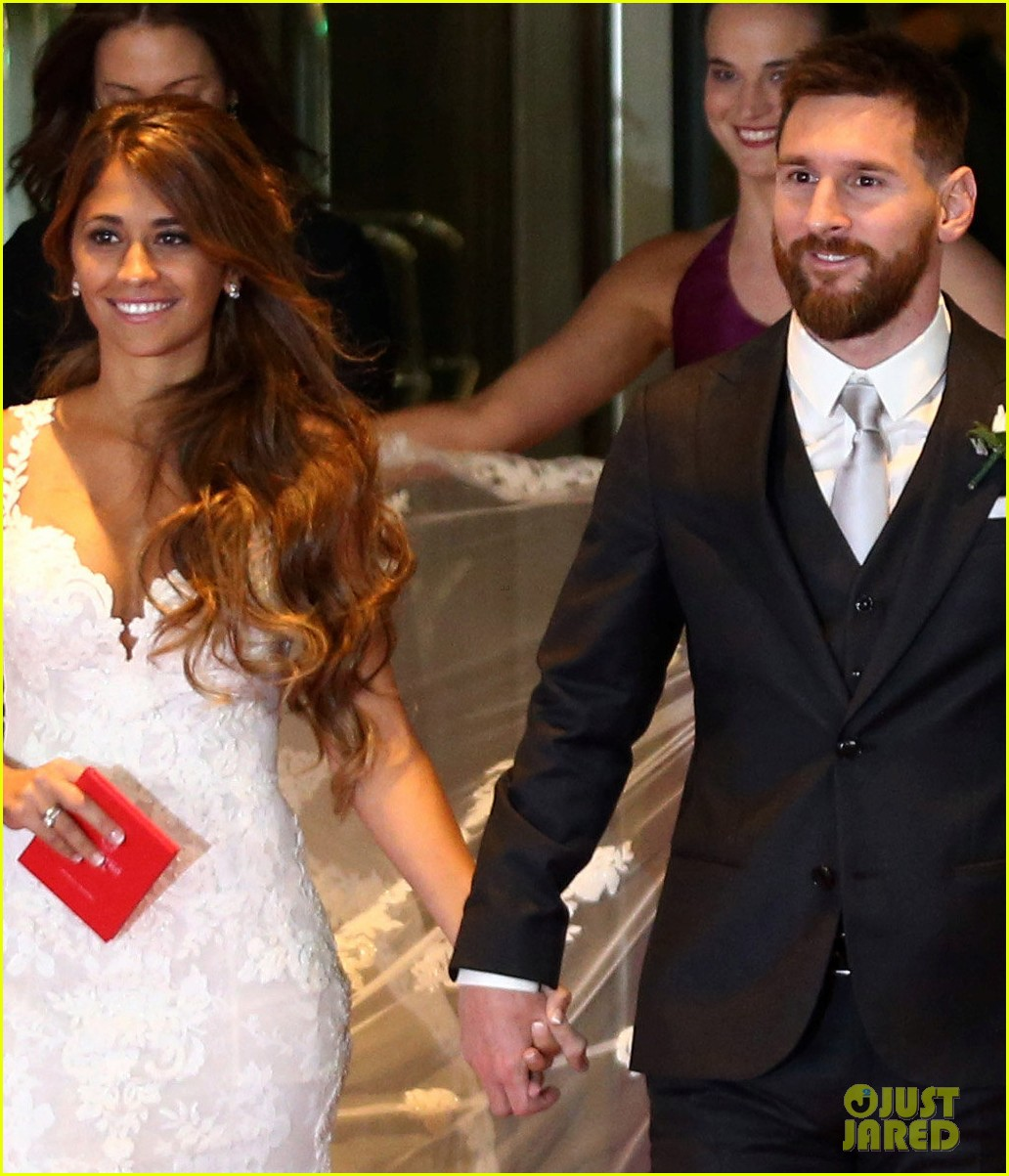 Shakira Wedding: Shakira Attends Soccer Star Lionel Messi's Wedding: Photo
