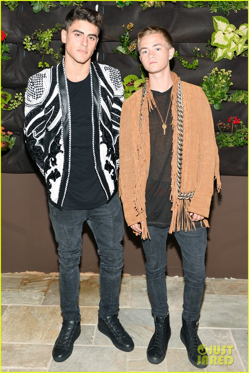 hailee steinfeld cameron dallas balmain party 033931413
