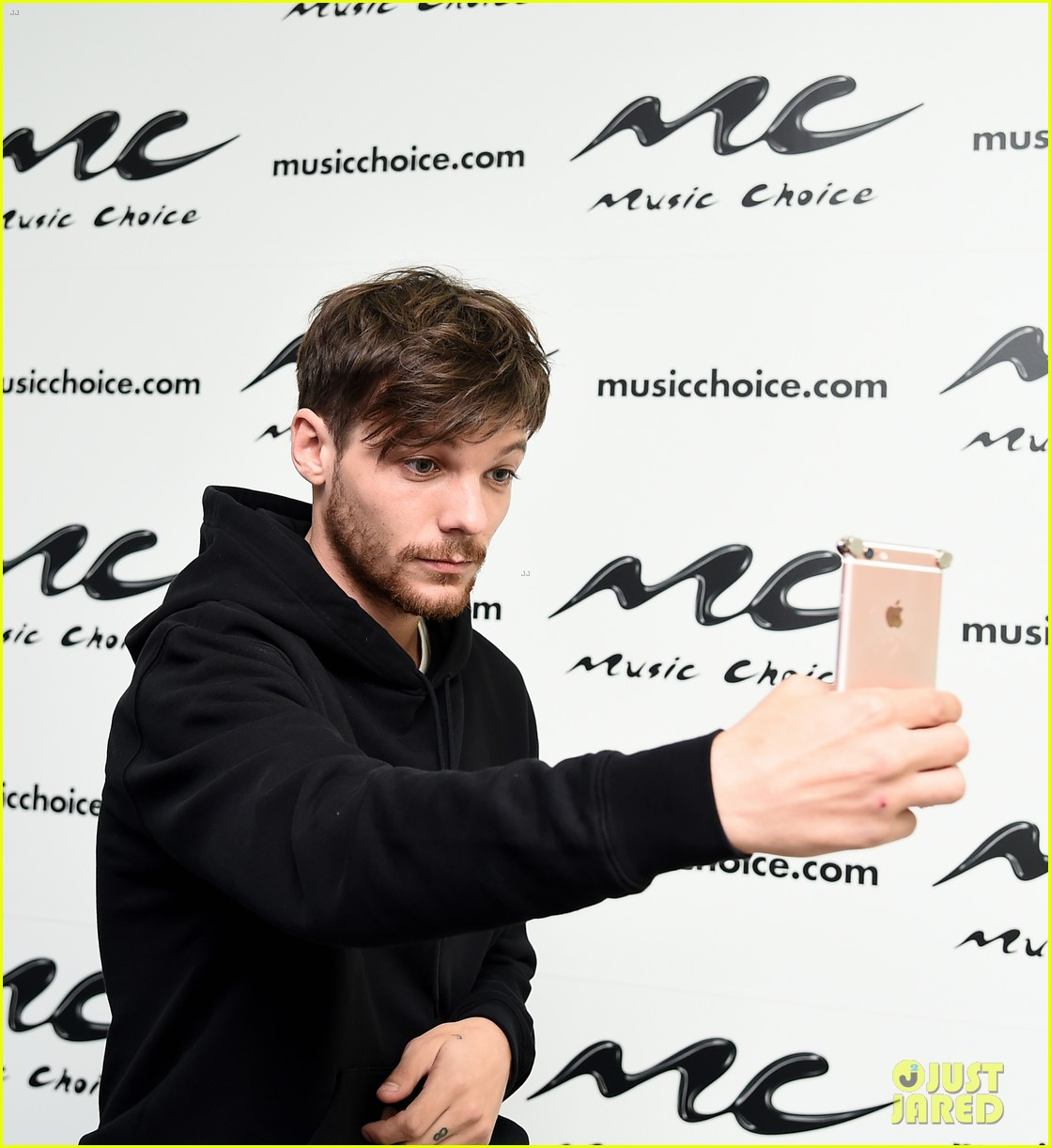 louis tomlinson calls out justin bieber for canceling tour 053936123