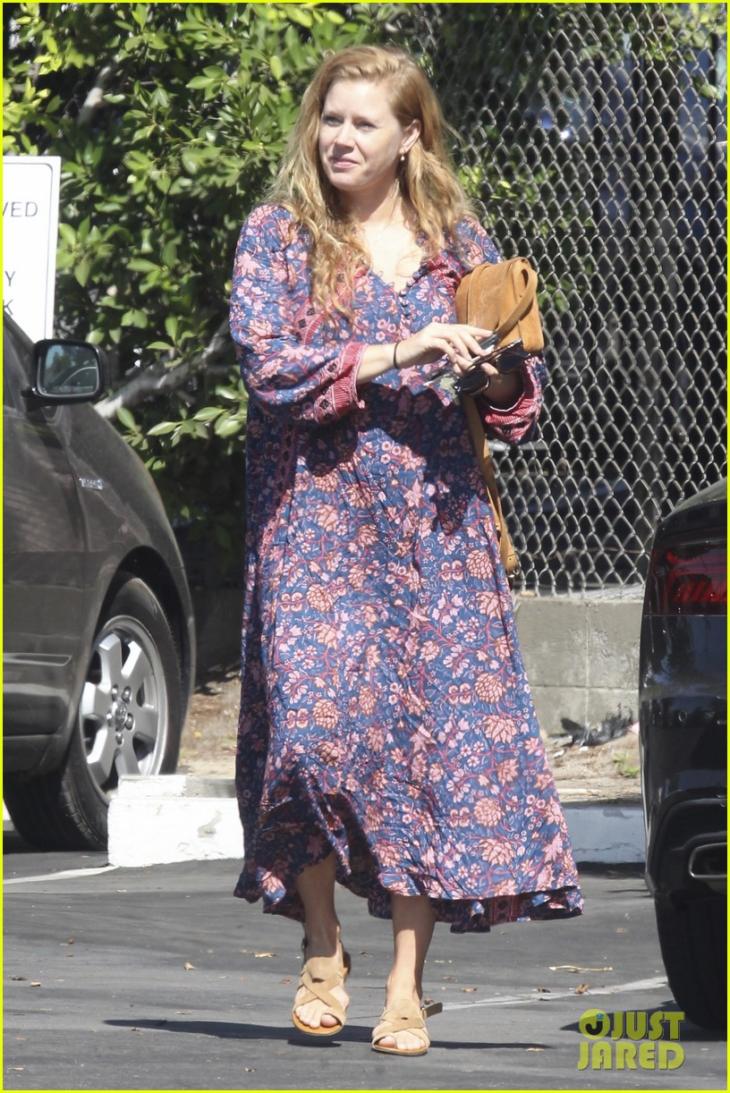 amy adams looks stunning while going makeup free in la 013941134