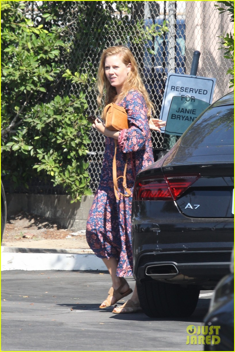 amy adams looks stunning while going makeup free in la 103941143