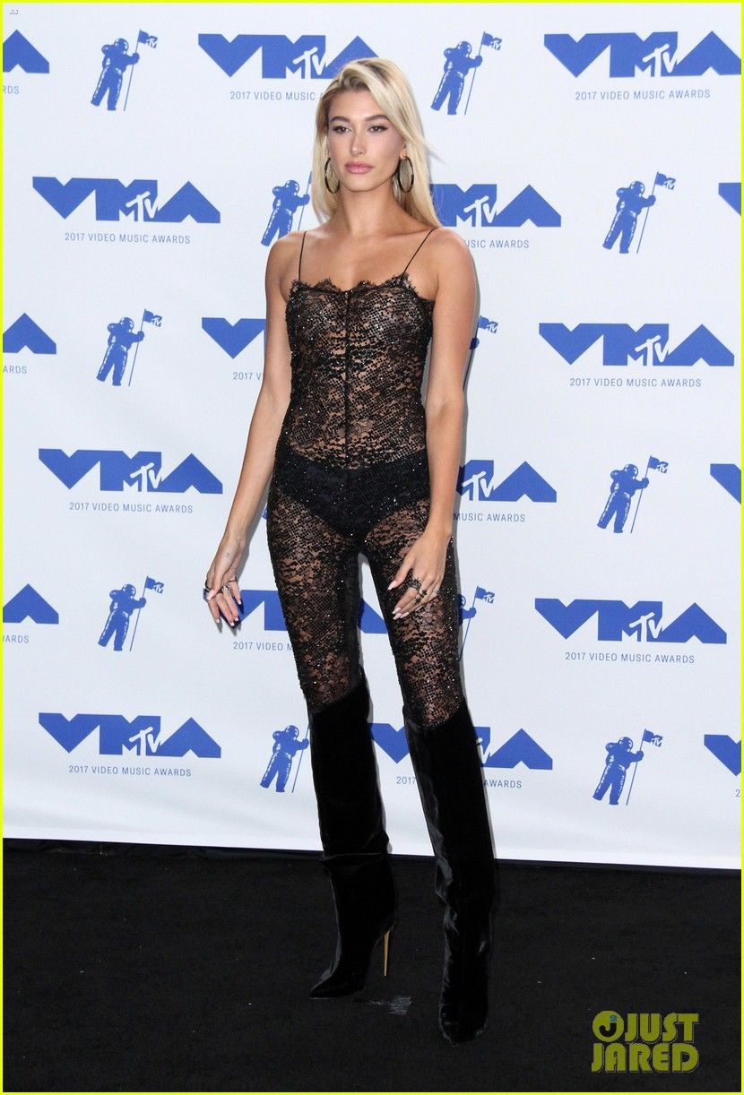 hailey baldwin cameron dallas keep it casual at republic records mtv vmas 043947291