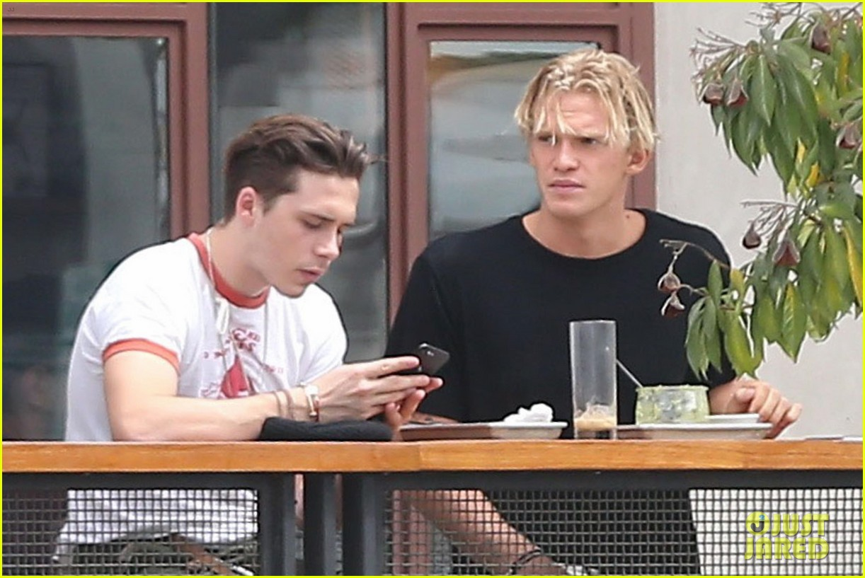 brooklyn beckham and cody simpson grab lunch in weho 033942864