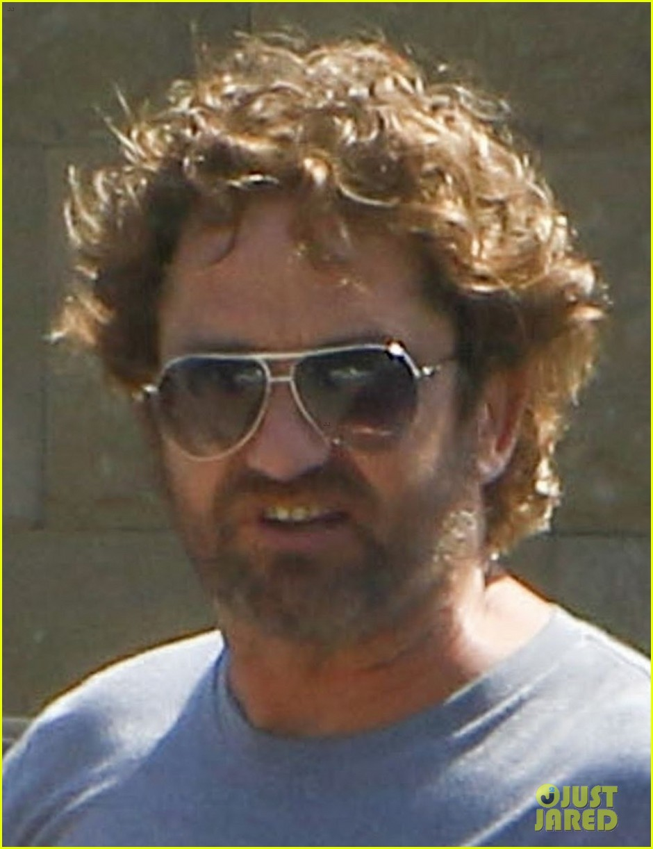 gerard butler wraps up his weekend in malibu 023938837