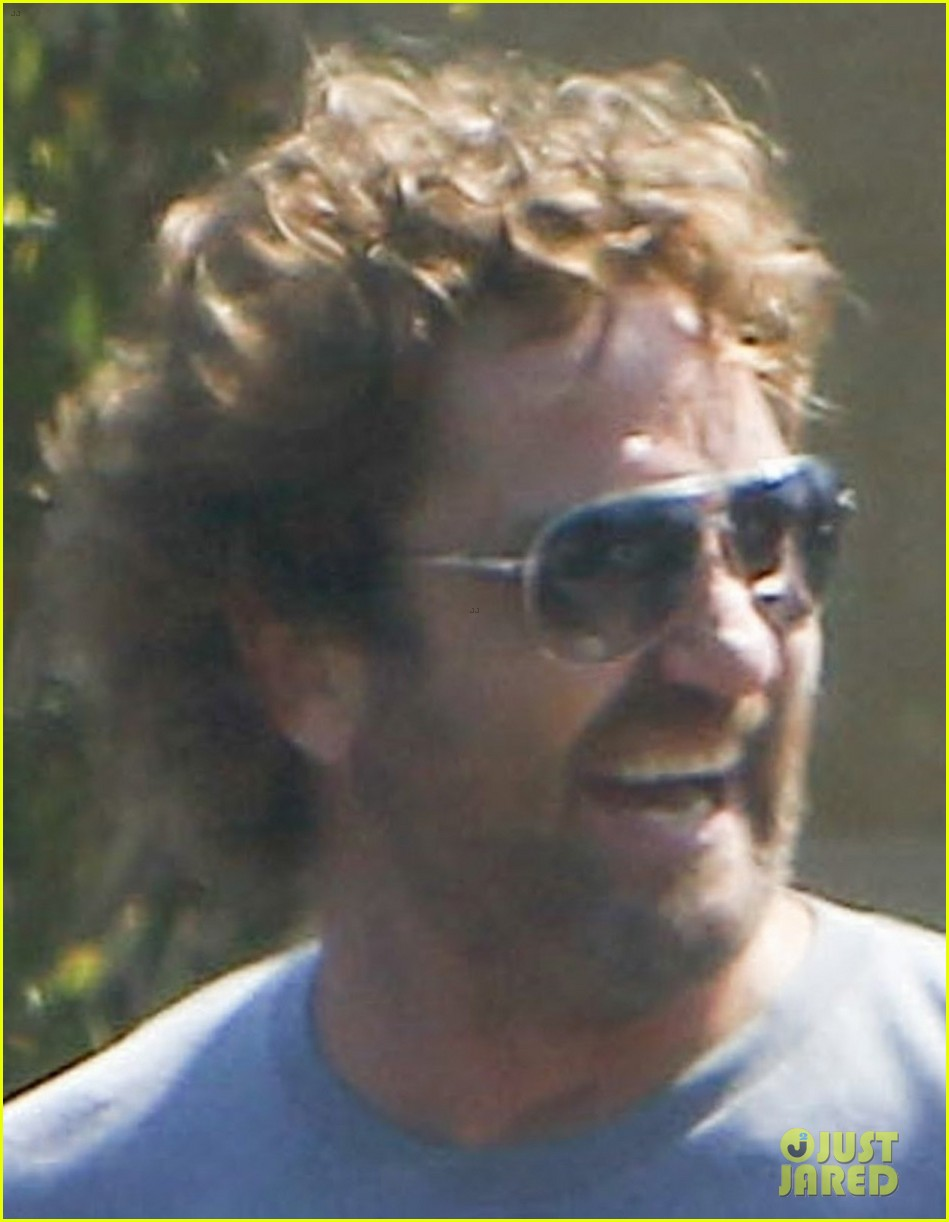 gerard butler wraps up his weekend in malibu 03