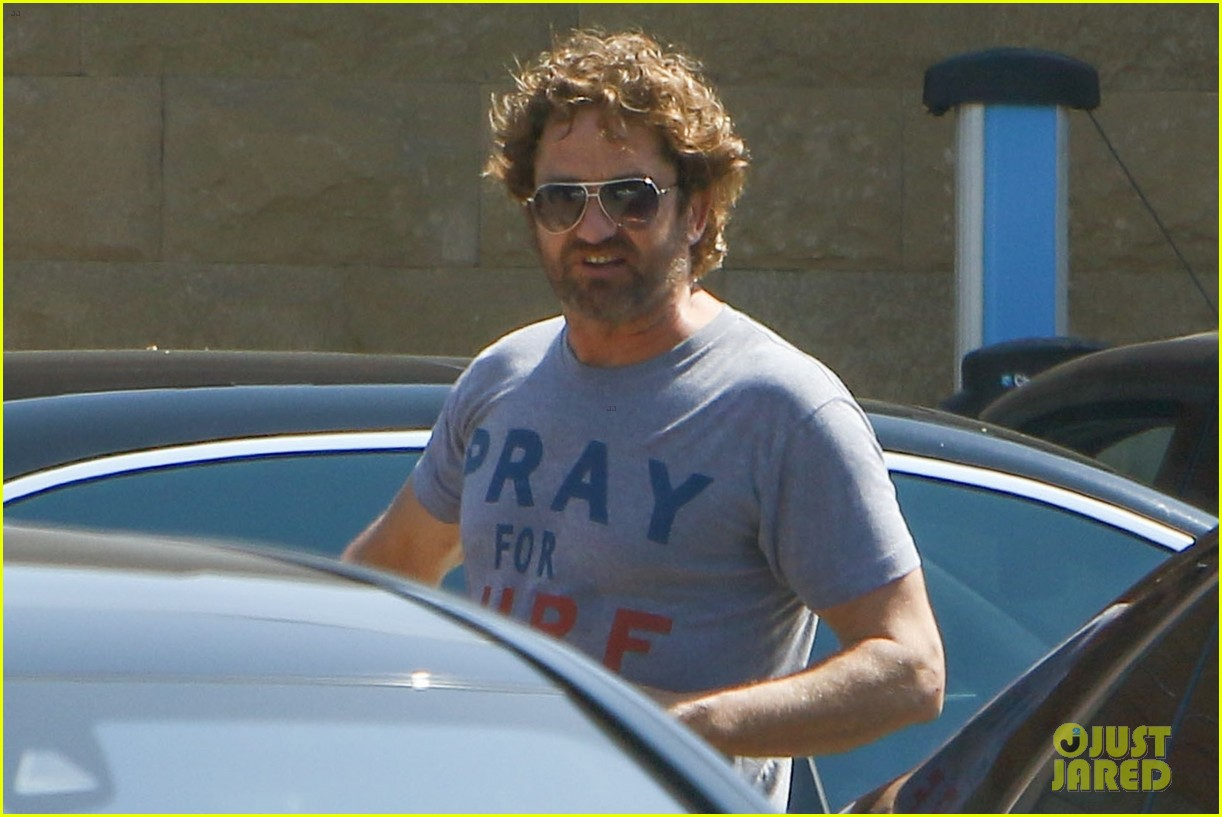 gerard butler wraps up his weekend in malibu 043938839