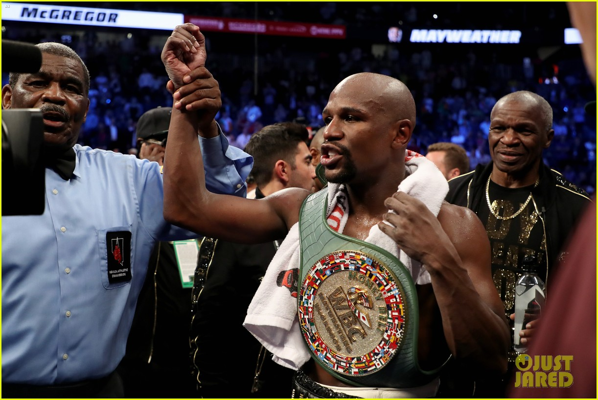 celebs react to mayweather beating mcgregor 133946011