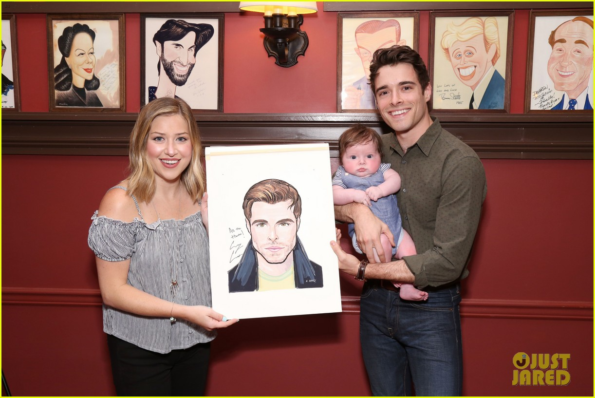 corey cott unveils his portrait at ny sardis 023941113