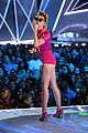 miley cyrus performs younger now mtv vmas 2017 12