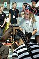 johnny depp dresses as jack sparrow to visit childrens hospital 06