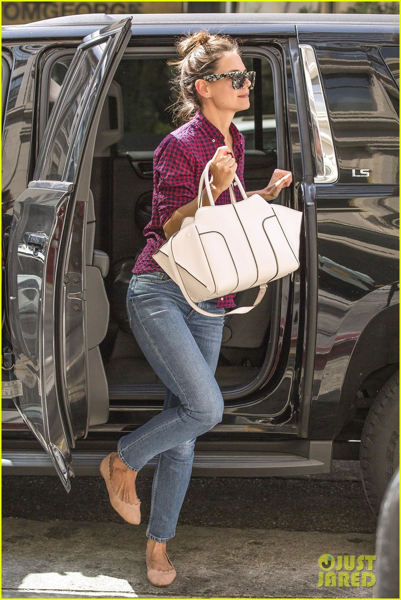 katie holmes grabs lunch with friends in la 053945936