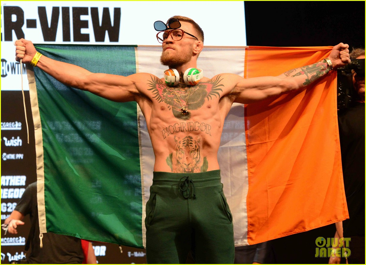 conor mcgregor and floyd mayweather face off at the weigh ins ahead of fight 043945649