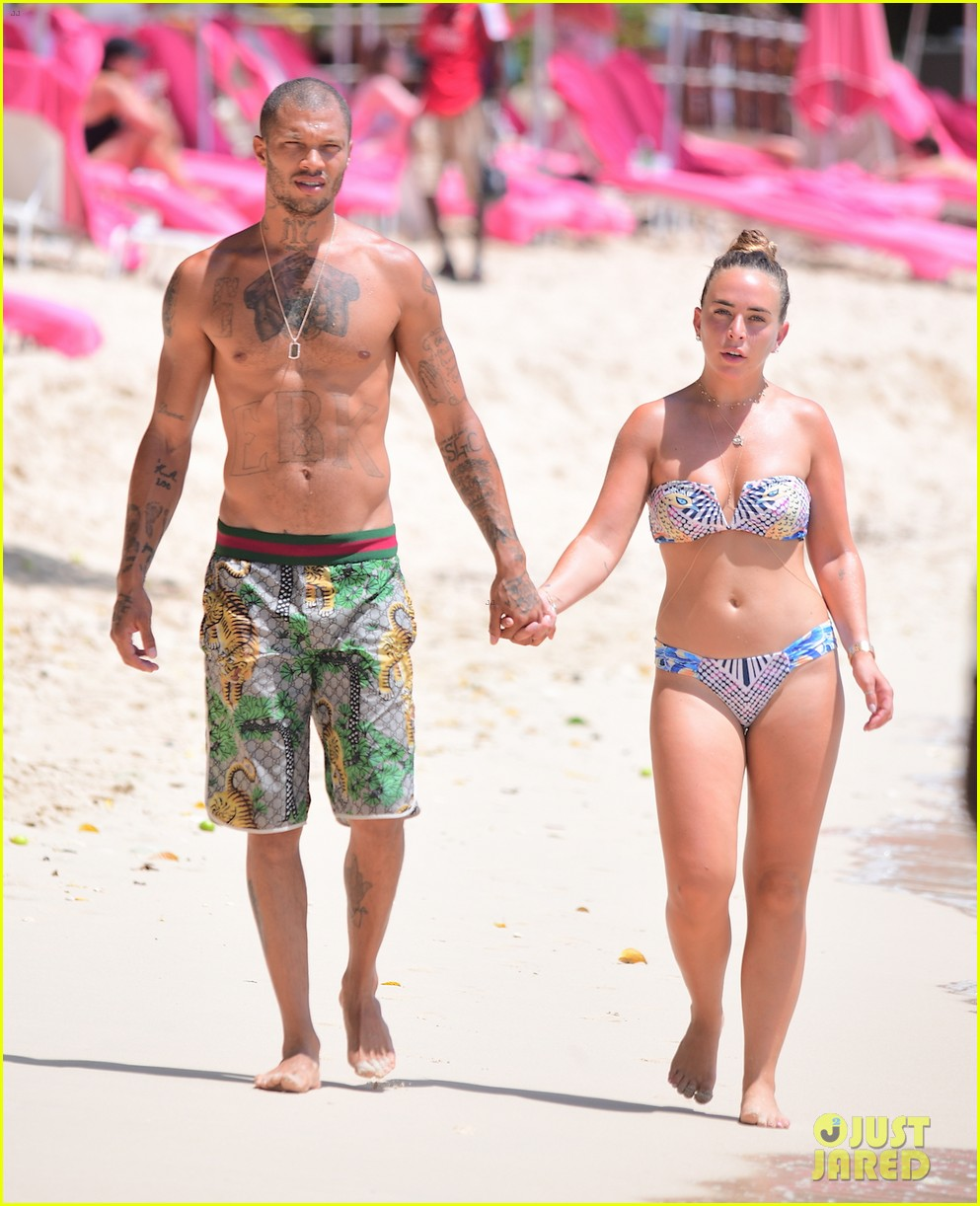 jeremy meeks chloe green hold hands take outdoor shower 053938053