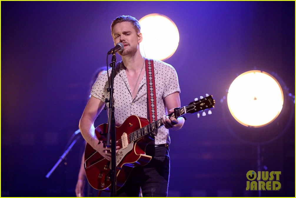 chord overstreet performs hold on live on the tonight show 023942180
