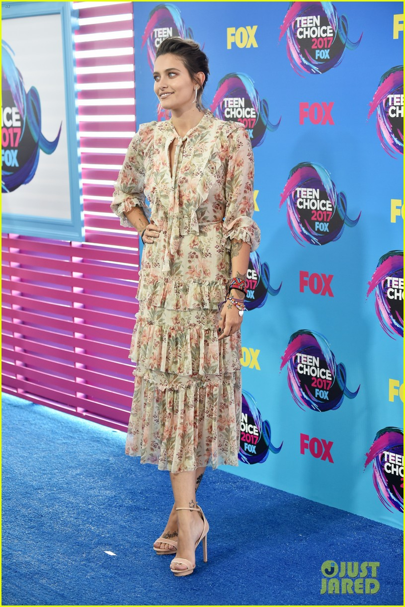 Paris Jackson Attends Teen Choice Awards as Double Nominee ...