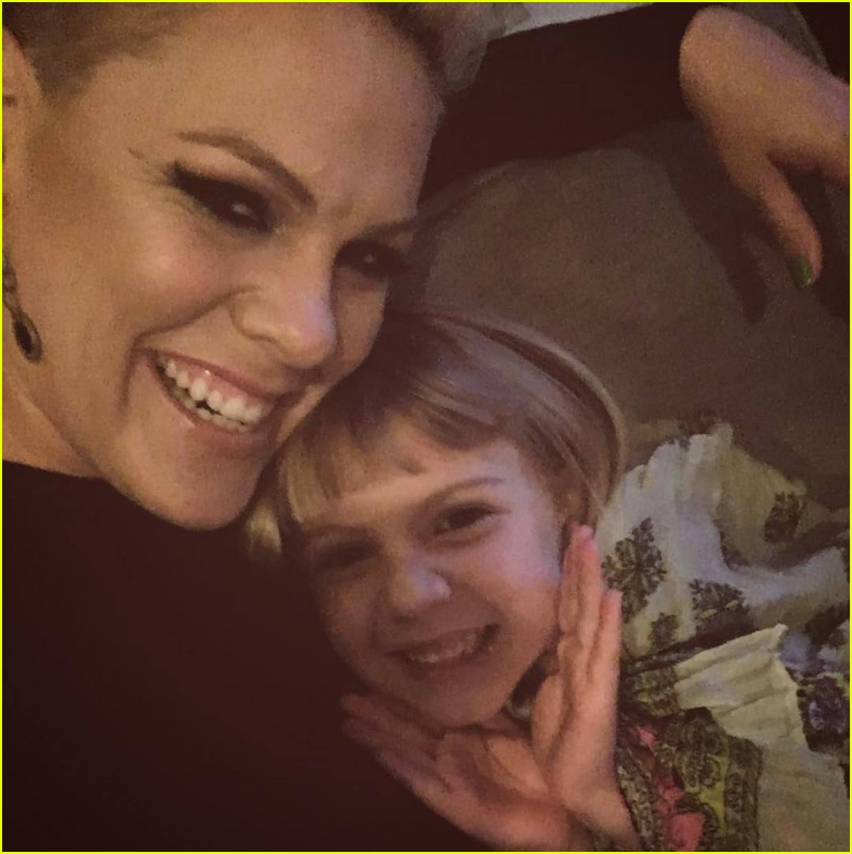 see pinks adorable photos of her kids willow jameson 063946370