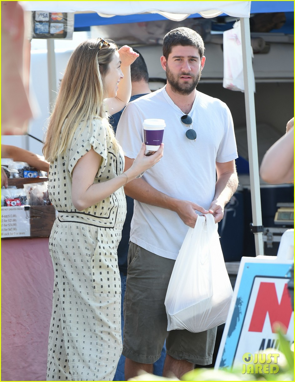 whitney port goes shopping with her hubby a week after giving birth 023938436