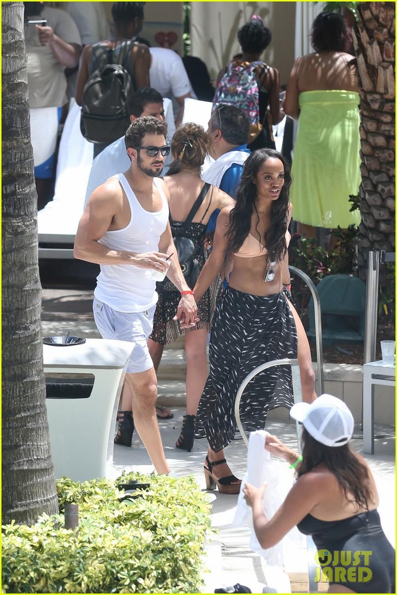 the bachelorettes rachel bryan share poolside kiss in miami 093943618