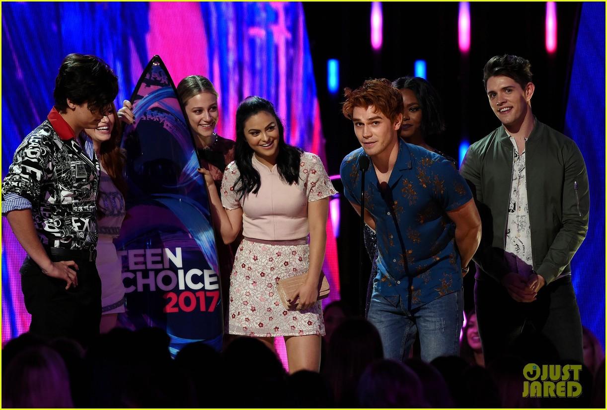 riverdale teen choice awards 2017 kj apa 023941419