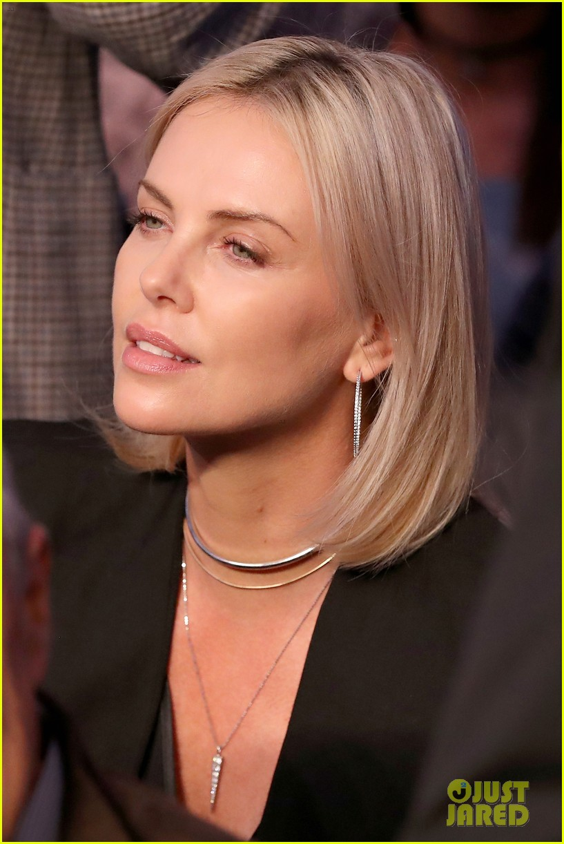 Charlize Theron & Chris Hemsworth Watch the Big Fight in ... Charlize Theron Feud