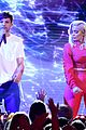louis tomlinson and bebe rexha perform back to you at teen choice awards 2017 08