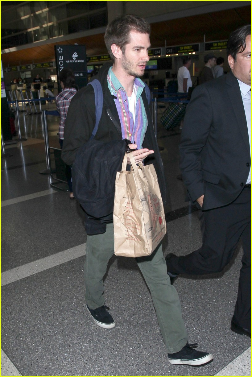andrew garfield colorful at lax 053960627