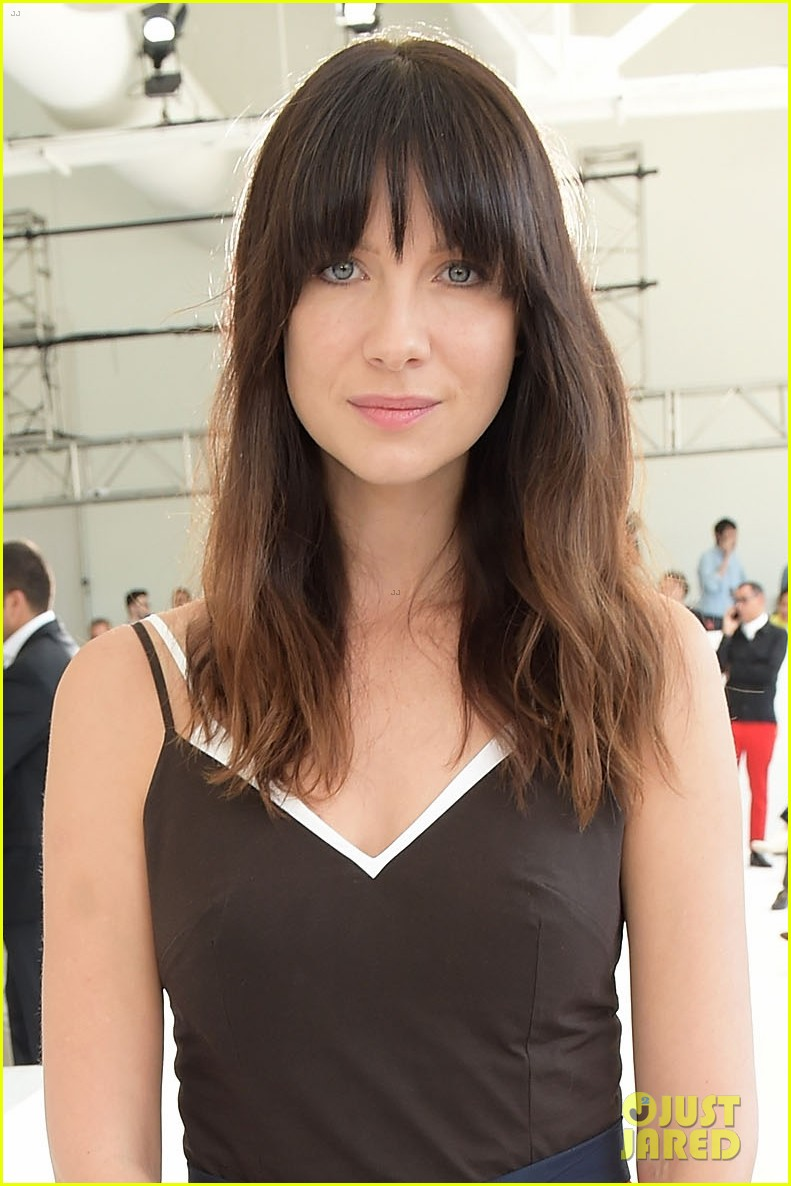caitriona balfe sits front row at delpozo nyfw show 043956693