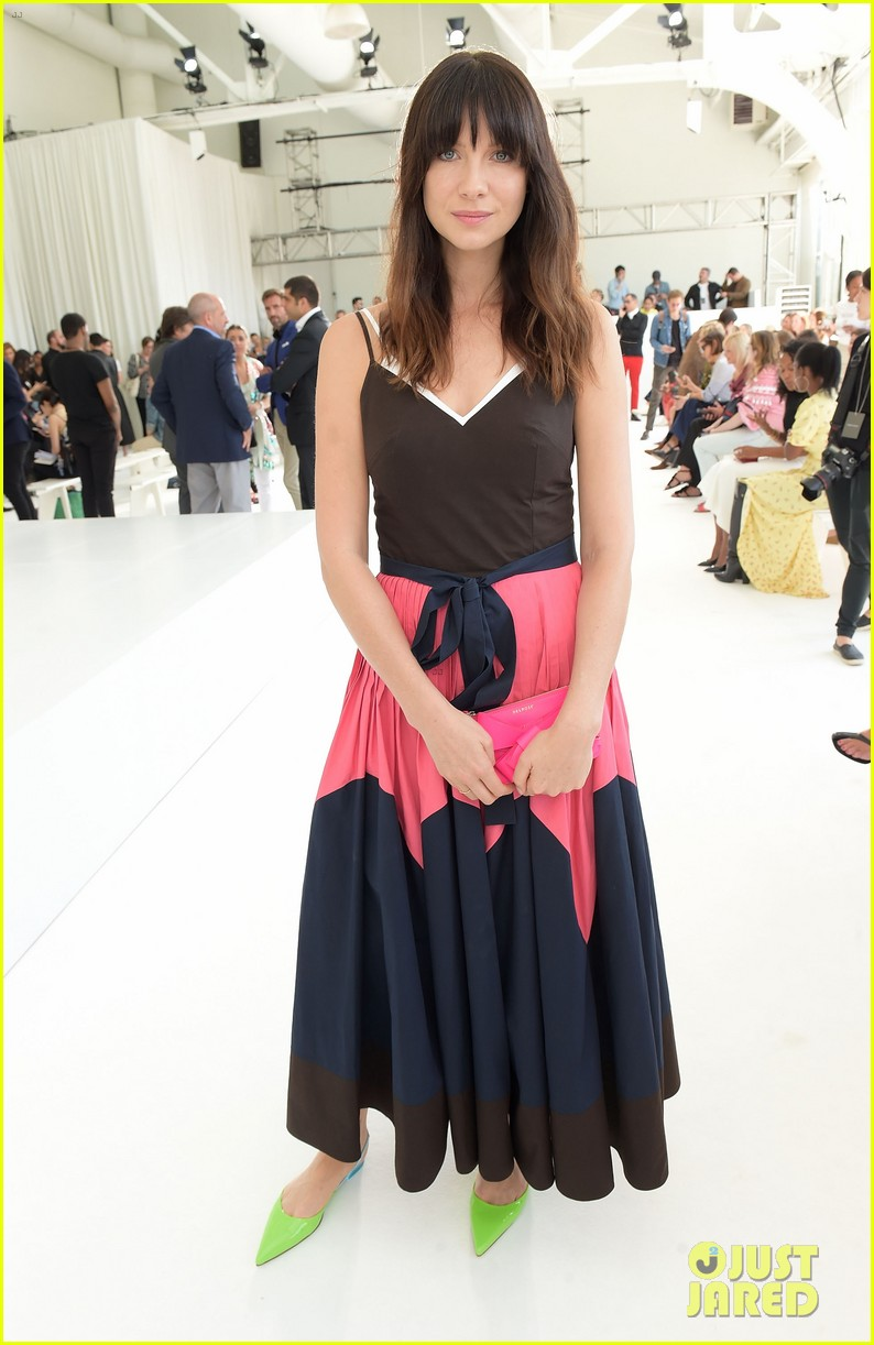 caitriona balfe sits front row at delpozo nyfw show 053956694