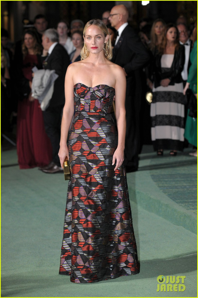 gisele bundchen receives honor at green carpet fashion awards 053963790