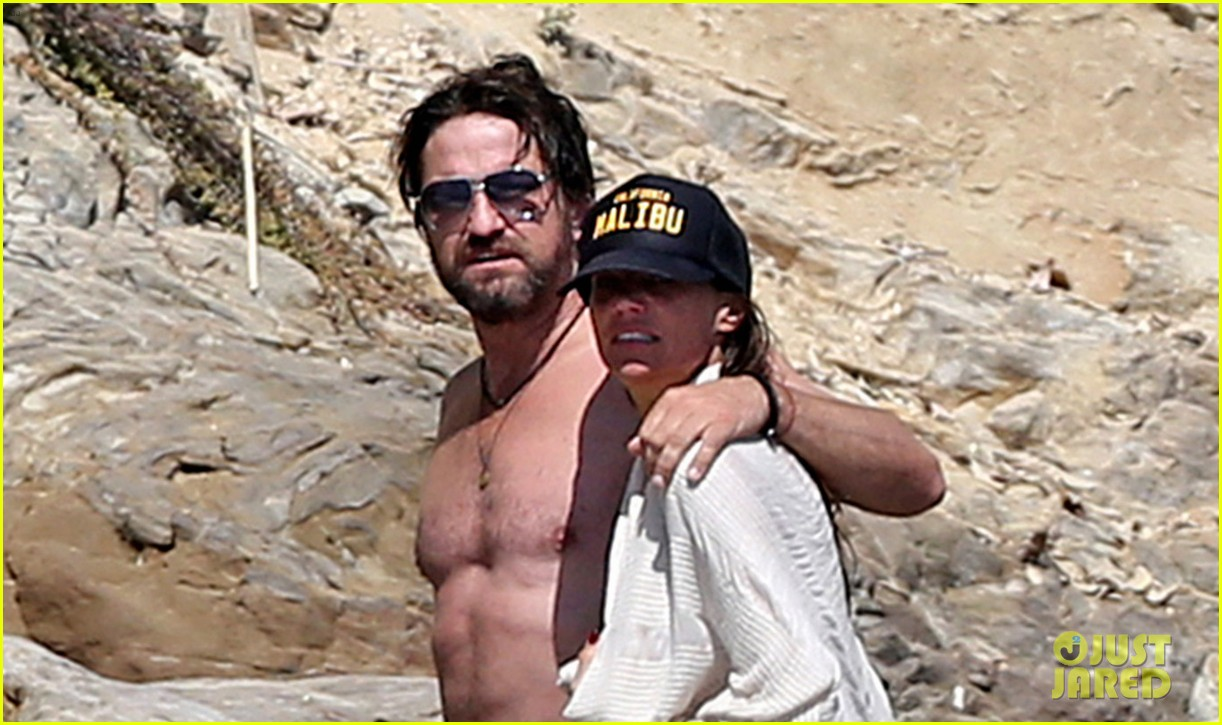 gerard butler shirtless on the beach 033955686