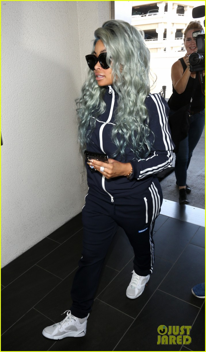 Blac chyna rocks blue hair for her flight out of town for Blac chyna leg tattoo