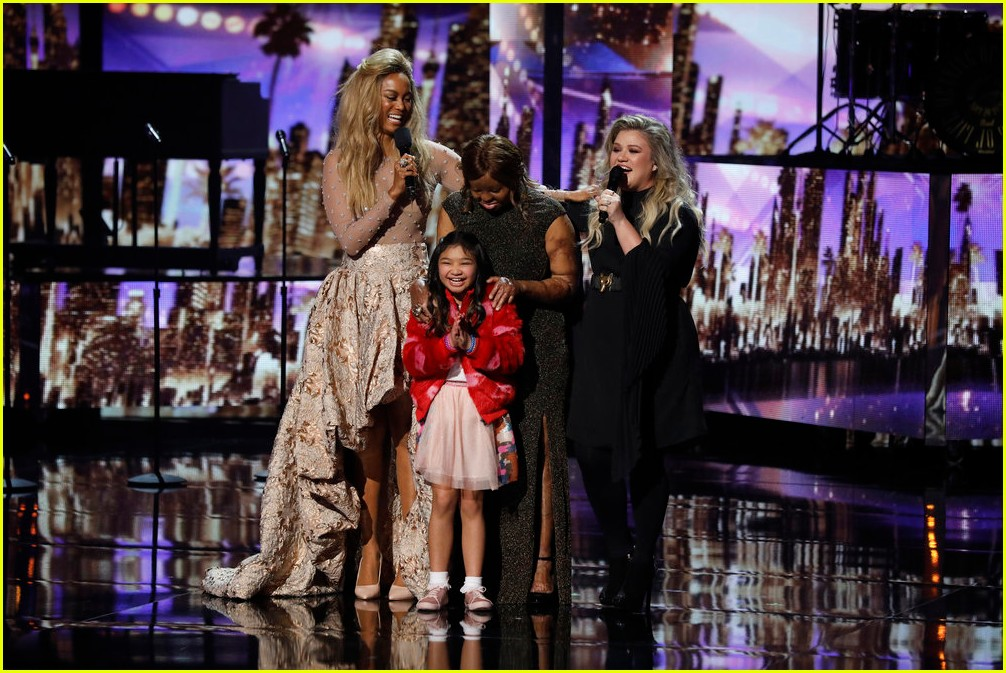 kelly clarkson kechi angelica hale americas got talent finale 093961671