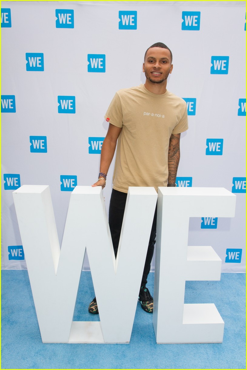 kelly clarkson and vanessa hudgens inspire youth at we day 083966151