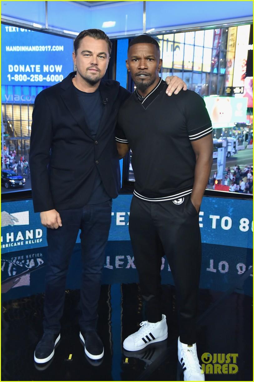 ¿Cuánto mide Leonardo DiCaprio? - Real height Leonardo-dicaprio-jamie-foxx-hand-in-hand-telethon-10