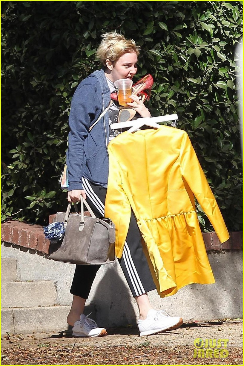 lena dunham is so happy to have jack antonoff home from tour 013965567