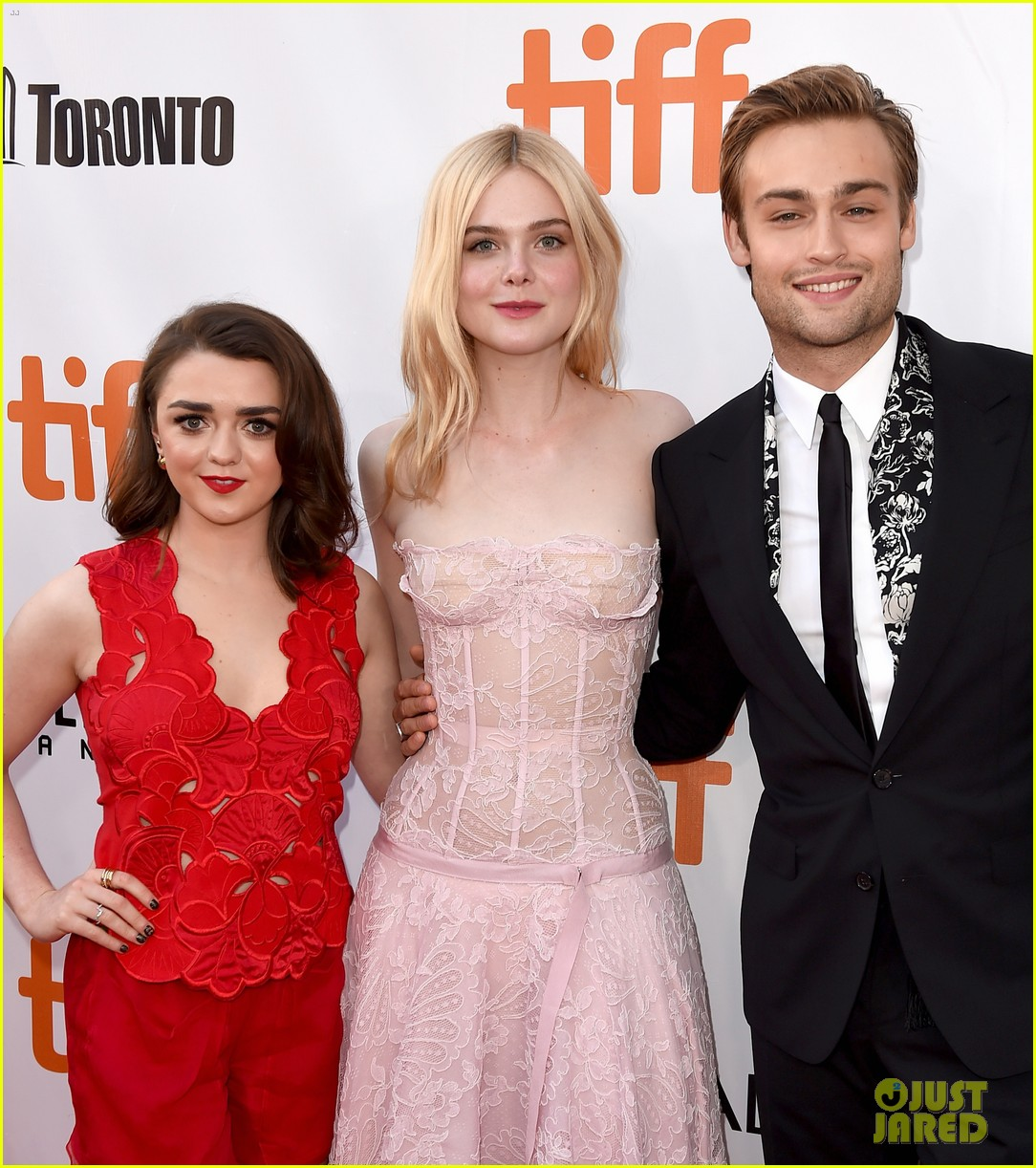 elle fanning joins maisie williams douglas booth at mary shelley tiff premiere 033953829