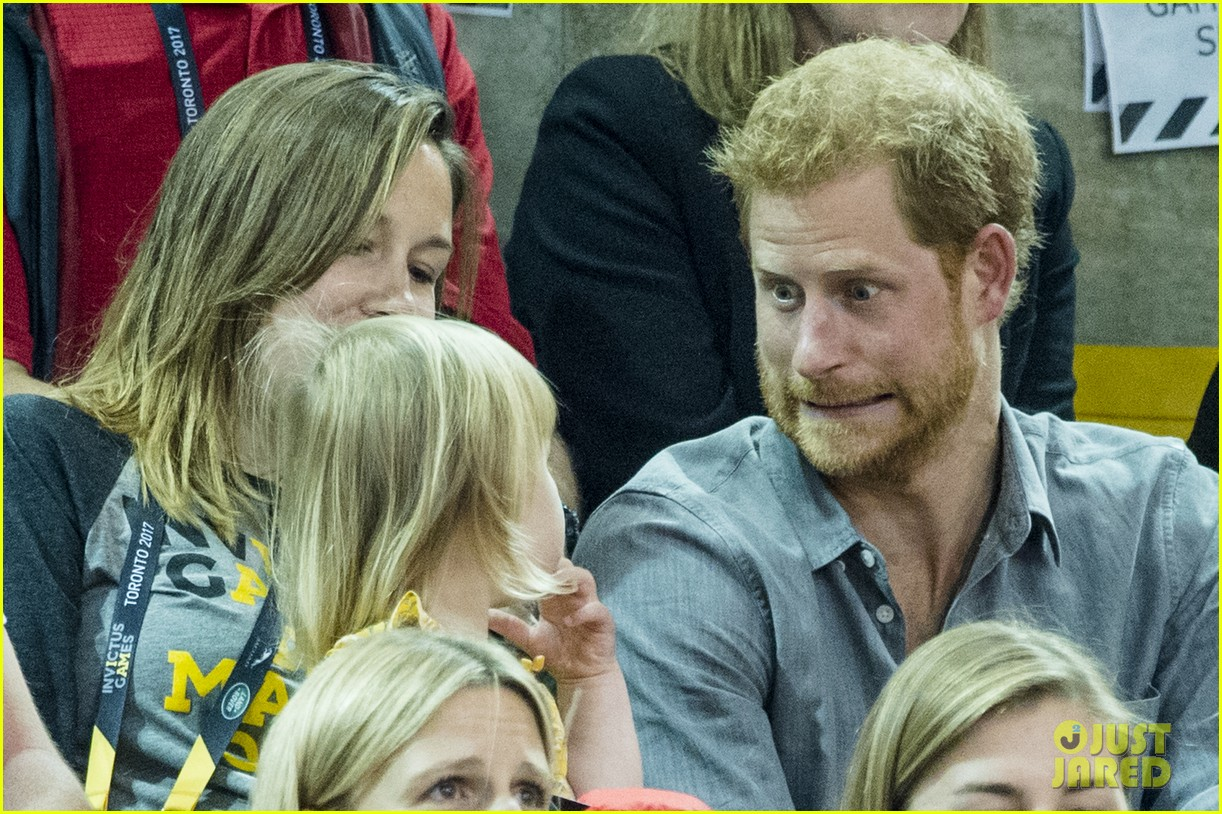 prince harry makes funny faces for a baby at the invictus games 013965506